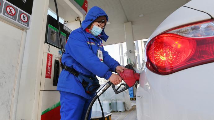 """国内成品油价首遇""""七连涨"""",加满一箱油多花10.5元"""