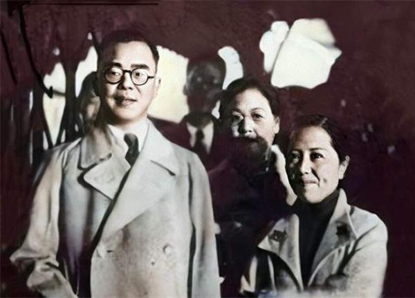 蒋廷黻与第一任妻子唐玉瑞。图为1936年10月24日他携家人、幕僚从上海启程出任驻苏联大使。