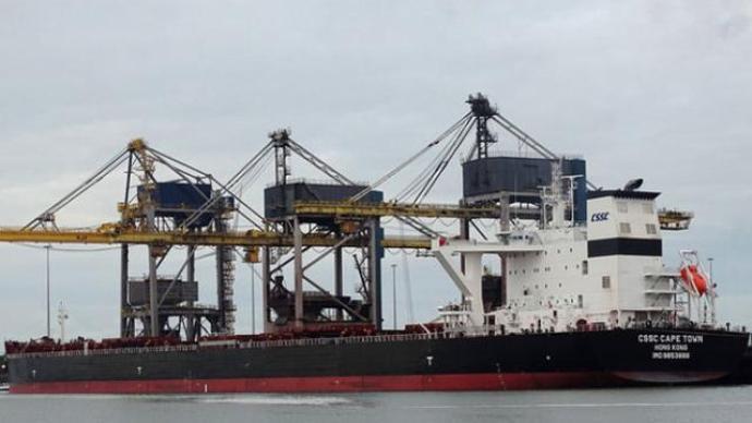 中國貨船在直布羅陀水域爆炸:滿載煤炭駛離美國,4名船員受傷