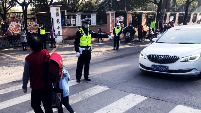 上海開學首日:讓學生走得更安全更暢通,公安與公交都在發力