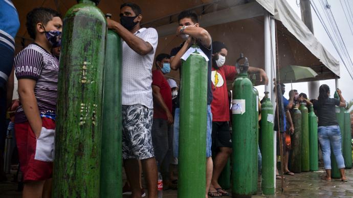 巴西疫情观察:总统否认和疫苗短缺可能导致玛瑙斯危机重演