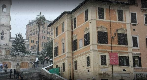 雪中的西班牙广场26号