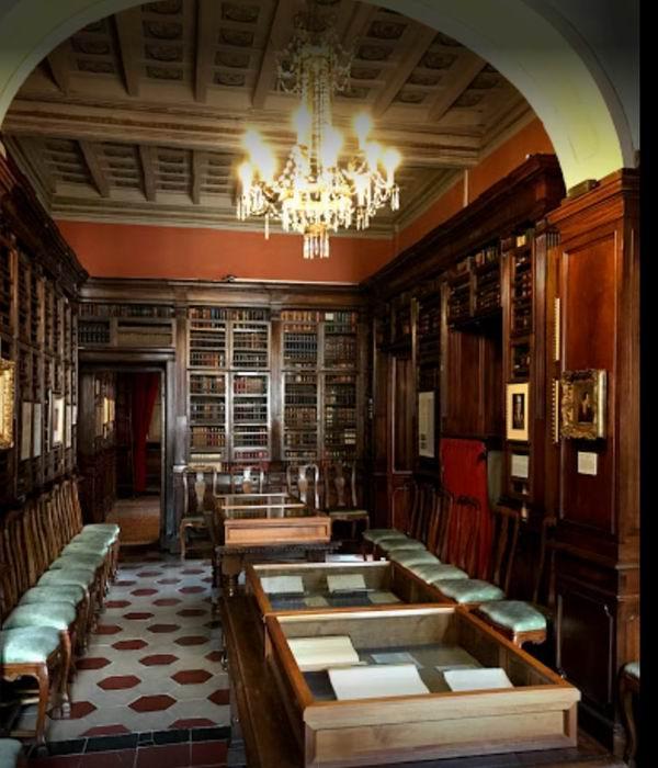 原先的客厅,现为图书馆