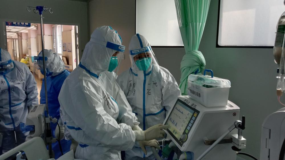 钟鸣在长春参与新冠肺炎重症及危重症患者救治工作。