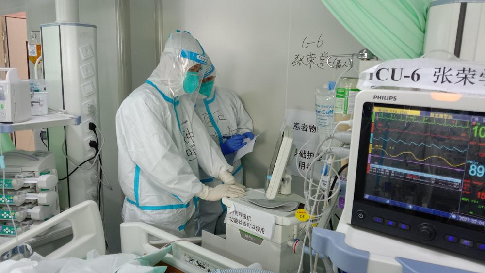 钟鸣在长春参与新冠肺炎重症及危重症患者救治工作