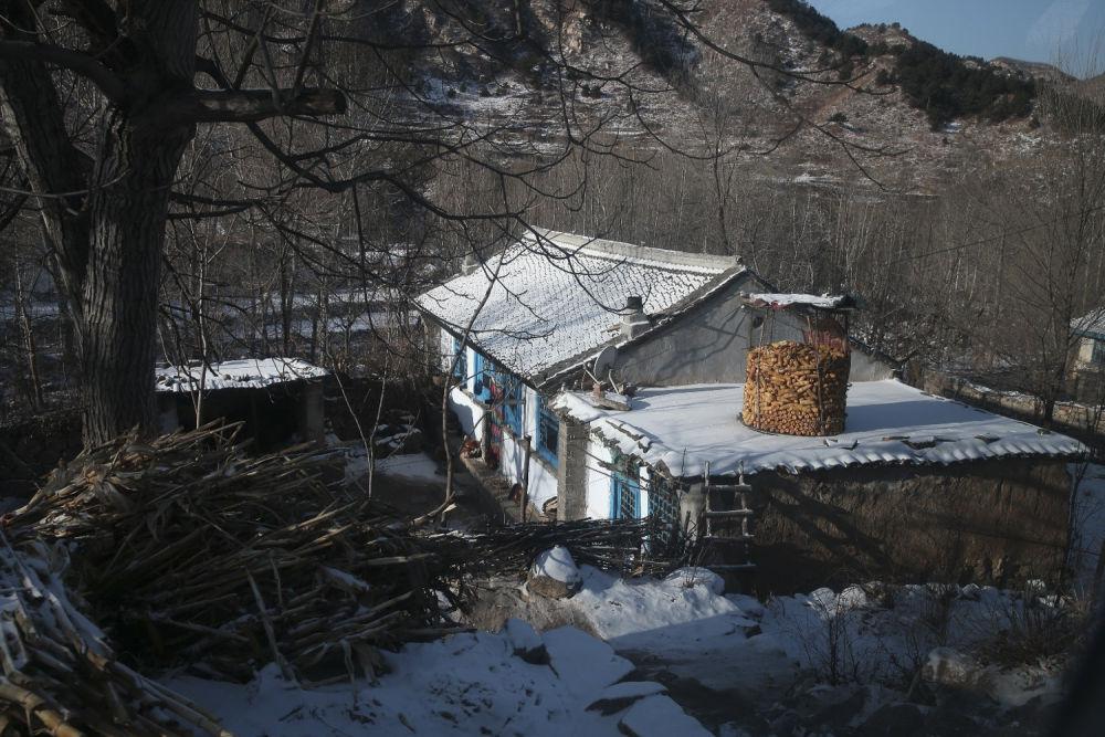 ↑河北阜平县骆驼湾村旧貌新颜