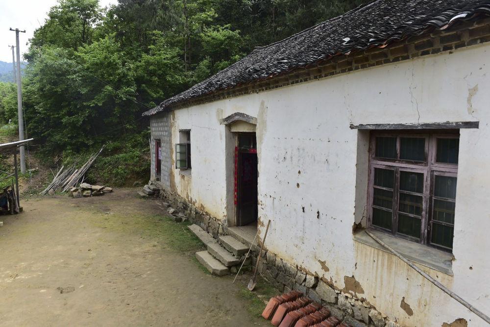 ↑安徽金寨县大湾村旧貌新颜