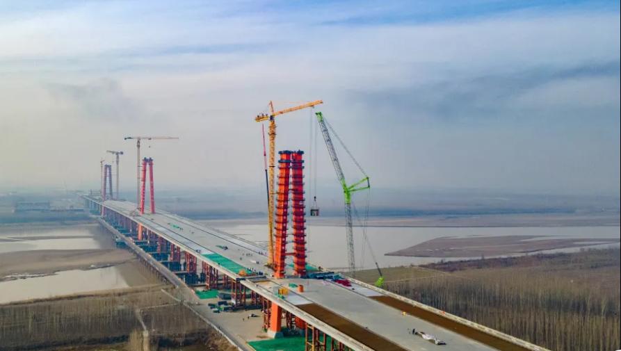 济南凤凰黄河大桥施工现场 本文图片均来自济南新旧动能转换先行区官方微信公号