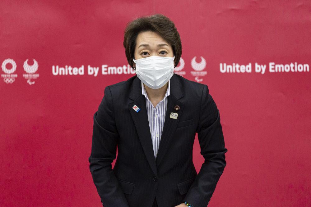 2月18日,东京奥组委主席桥本圣子在被任命为主席后出席记者会。新华社/POOL/山崎裕一