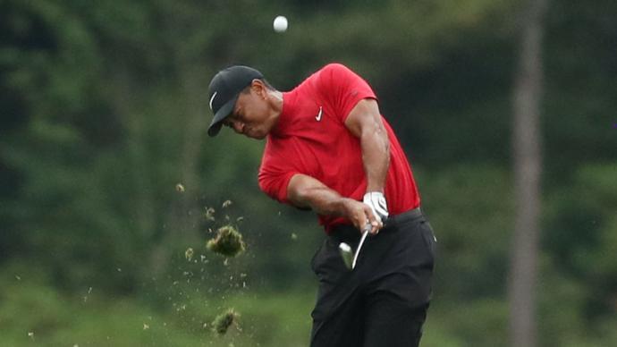 """高尔夫巨星""""老虎""""伍兹遭遇严重车祸,腿部多处受伤"""