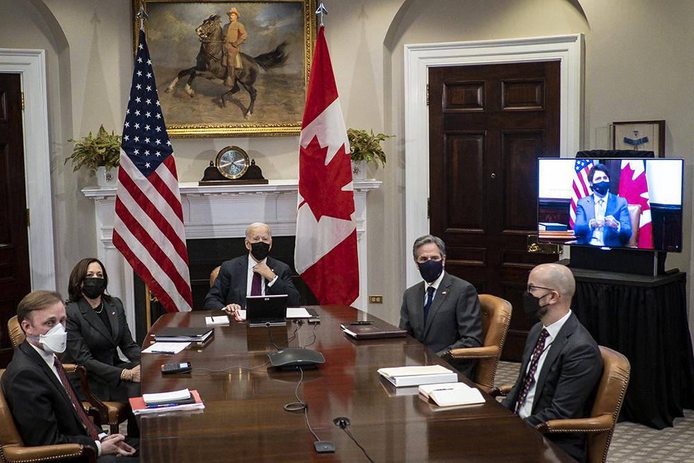 当地时间2021年2月23日,美国华盛顿特区,加拿大总理特鲁多与美国总统拜登的首次正式会晤当日下午开始举行,会晤采用视频方式,参加会晤的美方人员除拜登之外,还有副总统哈里斯、美国国务卿安东尼·布林肯、美国安顾问杰克·沙利文等人。