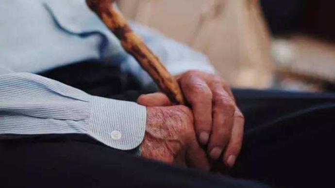 最高法:反对子女强行啃老,坚持保障老年人合法权益