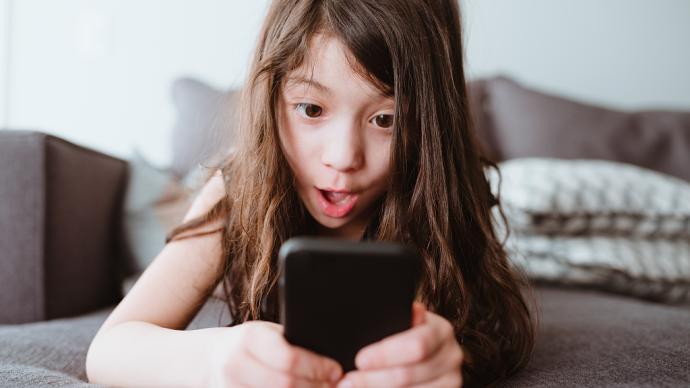 如何管理孩子玩手机看平板?不妨试试这三条建议