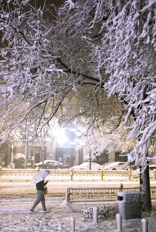 2021年2月24日晚,郑州市区。