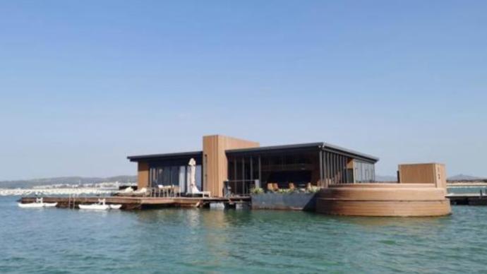 网红漂浮酒店污水直排入海:律师称涉嫌违法,此前被拖离海域