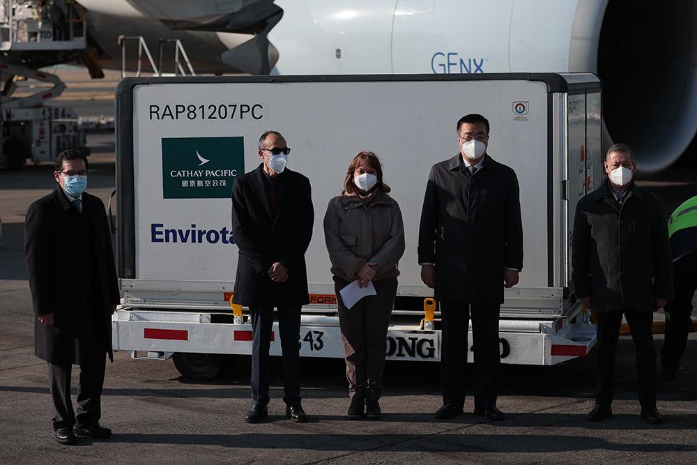 2021年2月20日上午,墨西哥首都墨西哥城,首批中国科兴新冠疫苗运抵墨西哥首都墨西哥城国际机场。