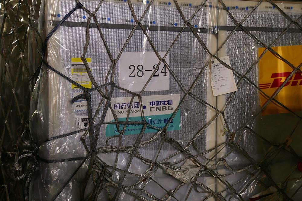 2021年2月17日,从中国进口的首批新冠疫苗抵达塞内加尔达喀尔的布莱兹·迪亚涅国际机场。中方向塞内加尔出口的首批疫苗,亦是中方向撒哈拉以南非洲国家出口的首批疫苗。