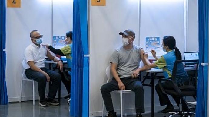 香港今日正式启动新冠疫苗接种,市民积极参与充满信心