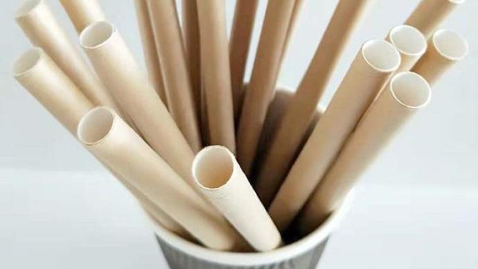 """纸吸管""""上岗""""后频遭吐槽:有纸味儿、易断,并非最环保选择"""