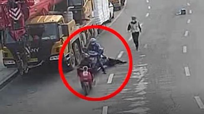 交通违法送餐员逃避执法拖行交警致其受伤,涉妨害公务被逮捕