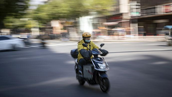 5月起上海将对快递、外卖车核发专用号牌,号牌内嵌电子芯片