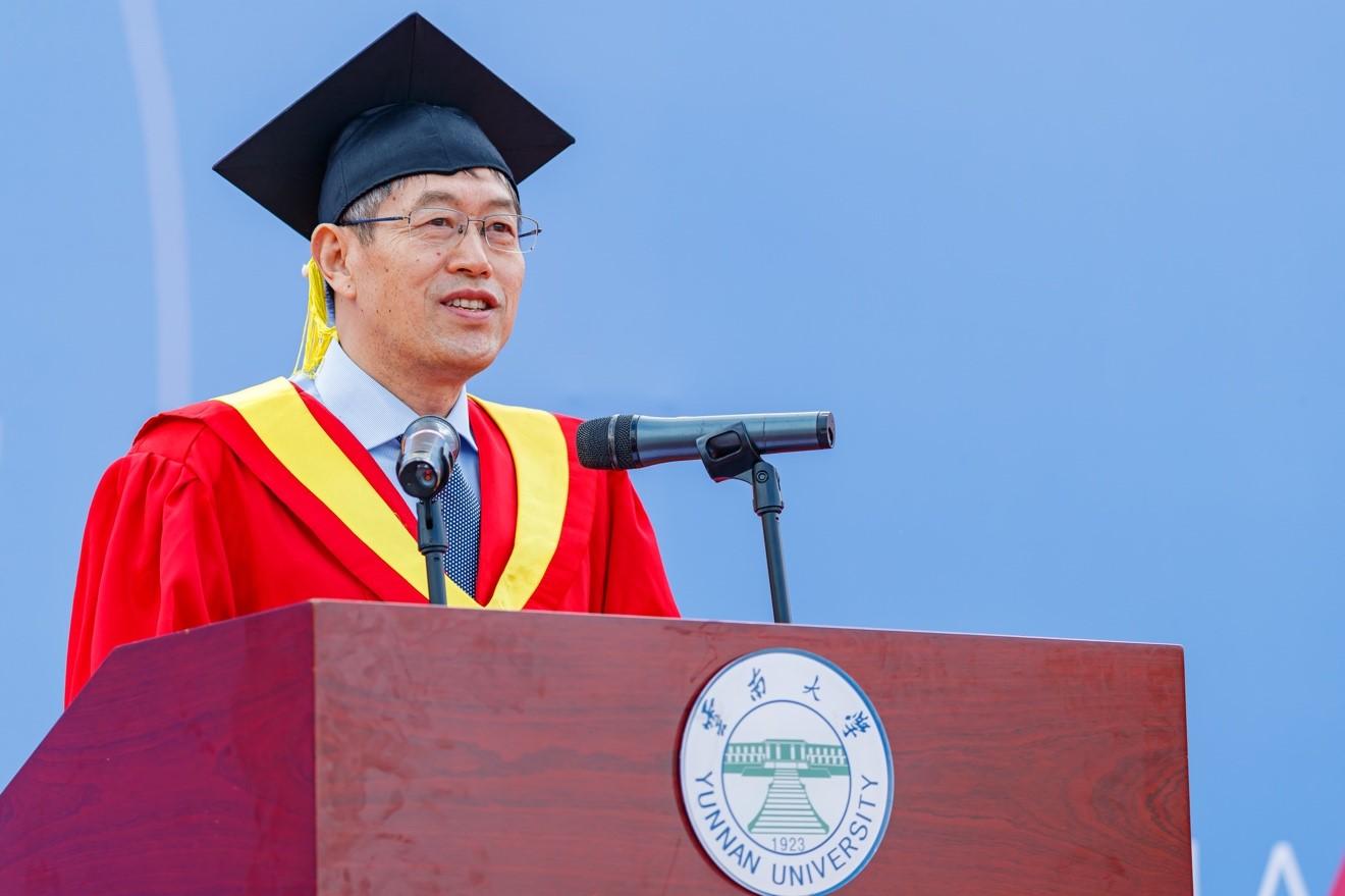 2020年6月23日,方精云在云南大學2020屆畢業生畢業典禮上致辭。以下圖片均為云南大學提供