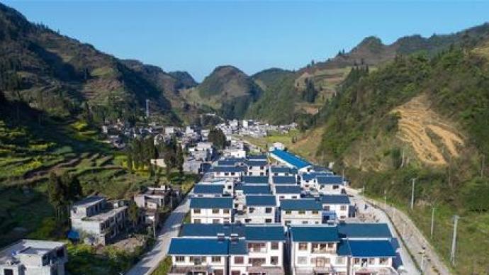 人民日报评论员:中国特色减贫道路,脱贫攻坚理论结晶