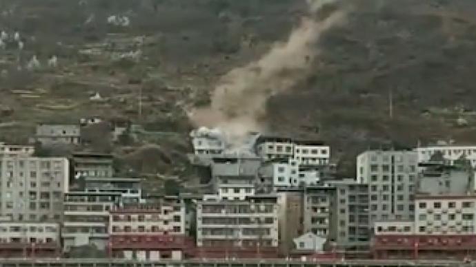 四川峨边县滚石砸中民房:被埋人员救出,已无生命迹象