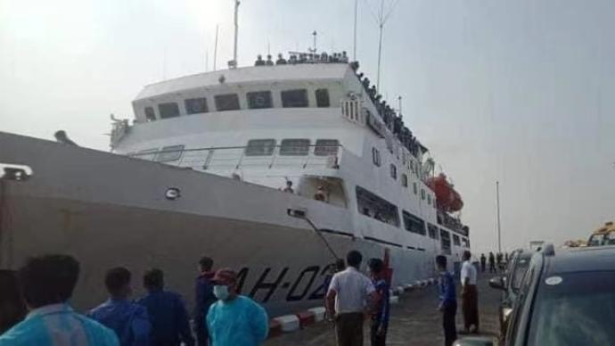 被马来西亚遣返的1086名缅甸公民抵达仰光