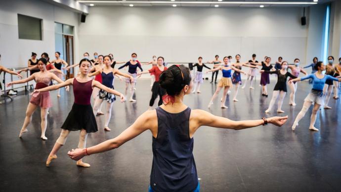 城事|普及美育,上芭举行牛年首场芭蕾大师公开课