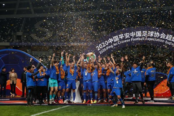 江苏苏宁庆祝中超夺冠的场景,竟成了最后的回忆。