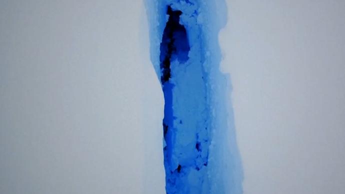 南极1270平方公里冰山从冰架脱离,大小相当于圣彼得堡市