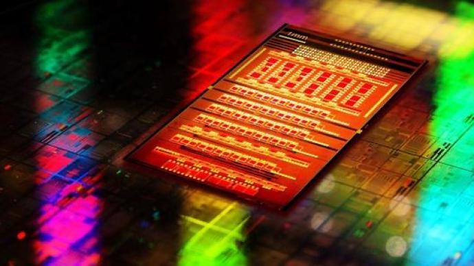 中國科學家研制成功新型可編程硅基光量子計算芯片