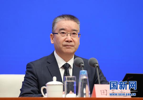 工业和信息化部党组成员、总工程师、新闻发言人田玉龙在发布会上。 国新网 图