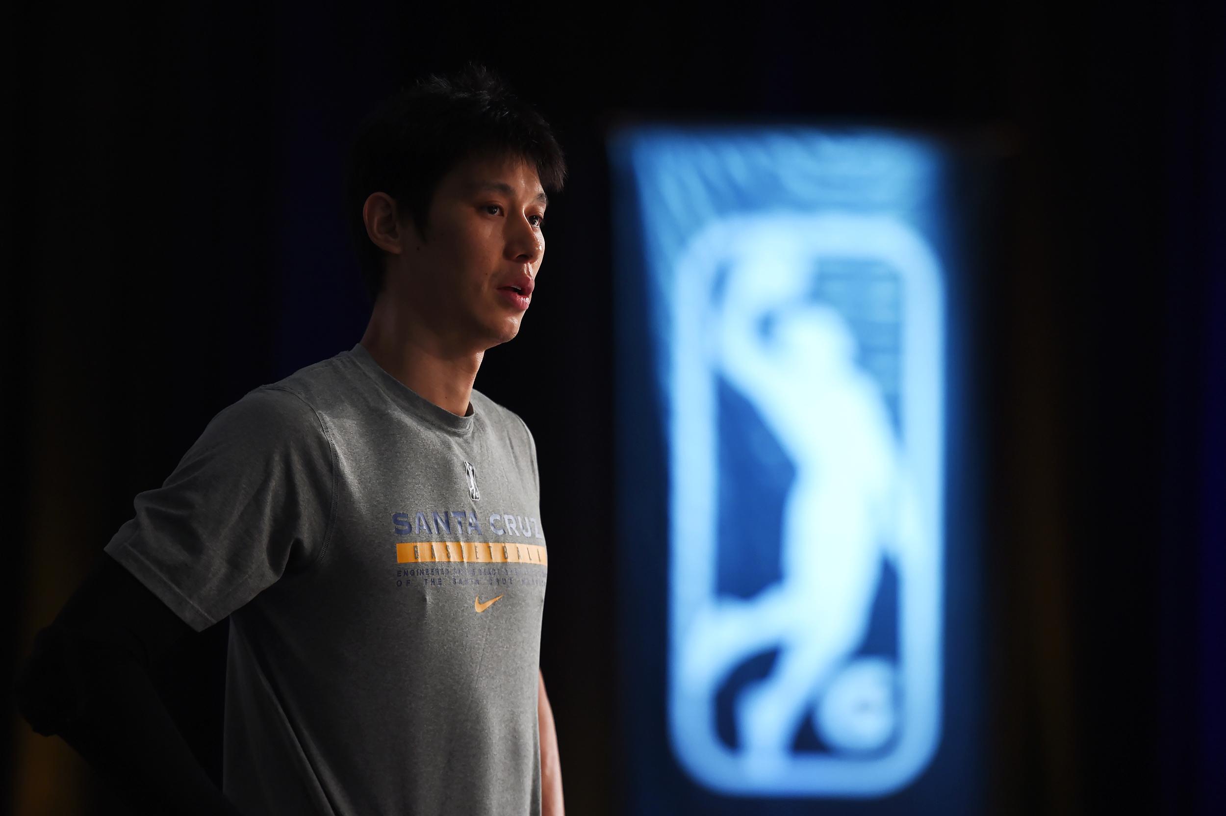林书豪目前在NBA发展联盟效力。