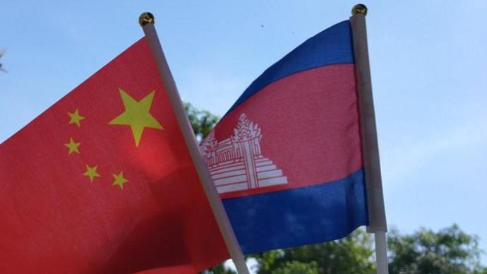 柬埔寨國王西哈莫尼和太后莫尼列來華