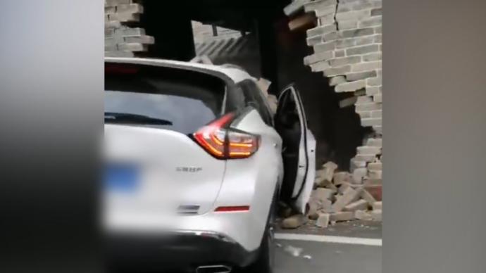 东莞600年历史祠堂被女司机撞?旅游办:被撞的是仿古建筑