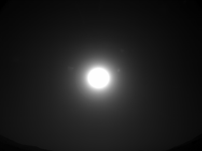 """从火星上看到的太阳,""""毅力号""""拍摄于2021年2月28日(Sol 9)当地平均太阳时间15:46:39"""