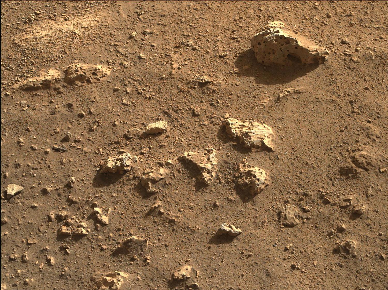 """火星地表图像,""""毅力号""""拍摄于2021年2月24日(Sol 3)当地平均太阳时间16:12:13"""