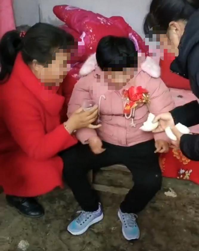 星耀平台登录:河南智障女孩嫁老男人引争议,男方:她不能自理,我想要孩子
