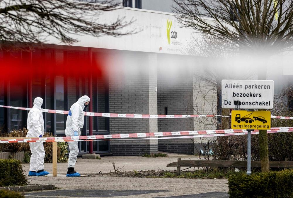 当地时间2021年3月2日,荷兰博芬卡斯珀尔,当地新冠病毒检测中心附近发生爆炸。目前暂无人员伤亡报道,调查仍在进行中。