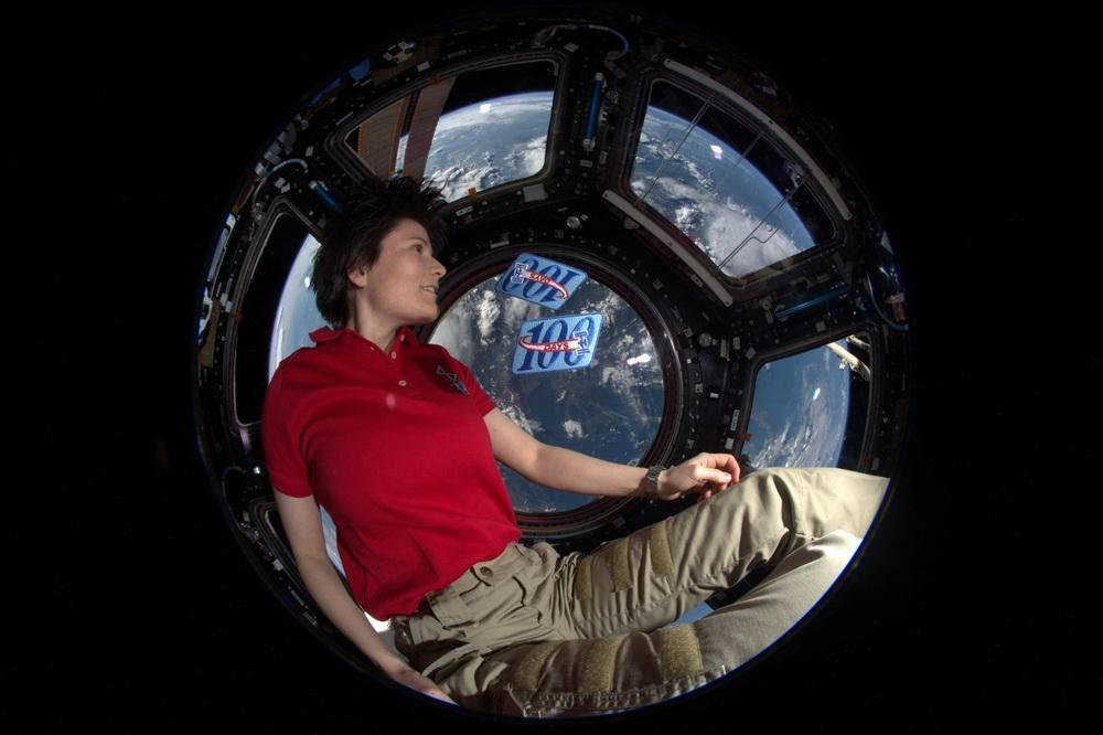 当地时间2021年3月3日,欧洲航天局当日公布意大利宇航员Samantha Cristoforetti在国际空间站穹顶舱拍摄的照片,纪念其2015年在国际空间站的第200天。