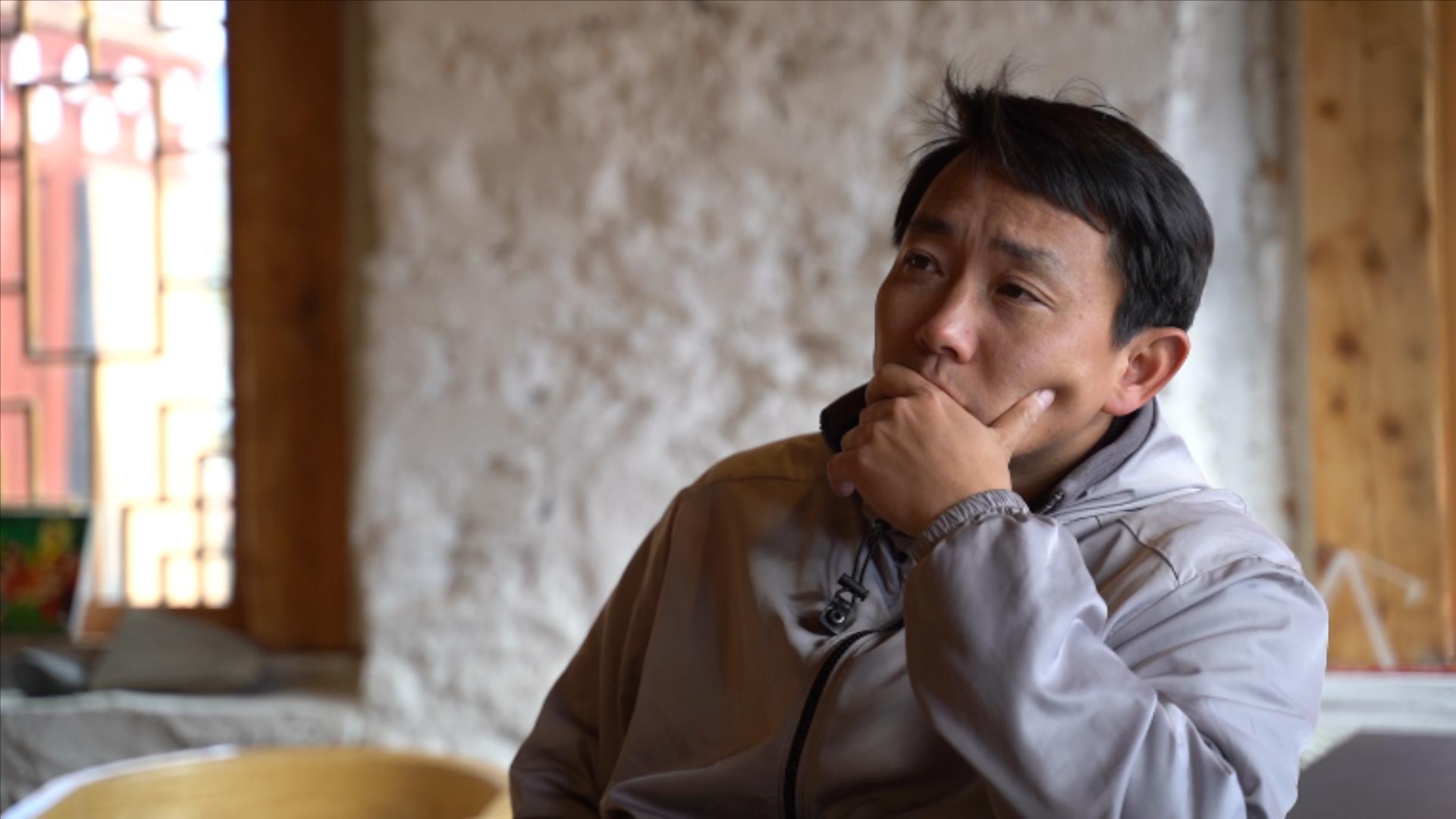 """杜冬常说,不希望丁真""""异化"""",但最近恐怕做不到。澎湃新闻记者 赵志远 图"""