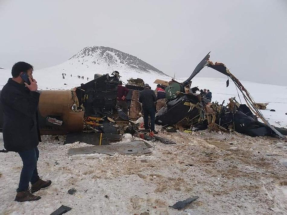 当地时间2021年3月4日,土耳其东部比特利斯,一架军用直升机坠毁,造成10名士兵死亡,另有3人受伤。