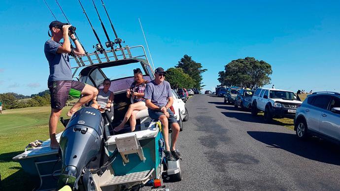 早安·世界|新西兰海域强震:触发海啸预警,民众疏散到高地
