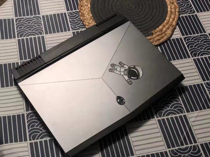 张女士送修的戴尔外星人笔记本电脑,她称系花12999元购买。来源:受访者提供