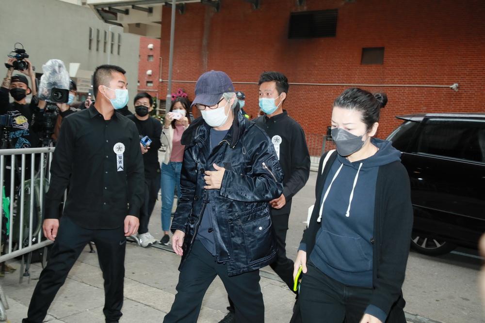 香港著名演员、导演周星驰到殡仪馆悼念吴孟达。