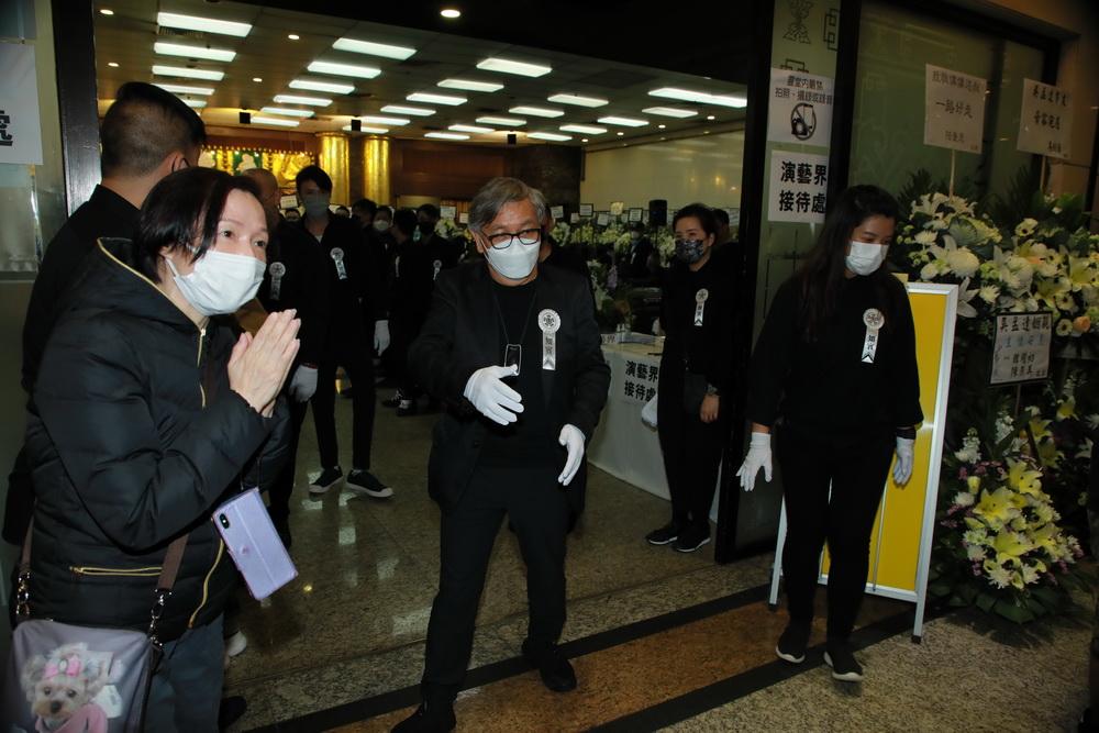 吴孟达好友田启文于下午2时47分到场,他透露吴孟达明日出殡后,骨灰将运回马来西亚安葬。