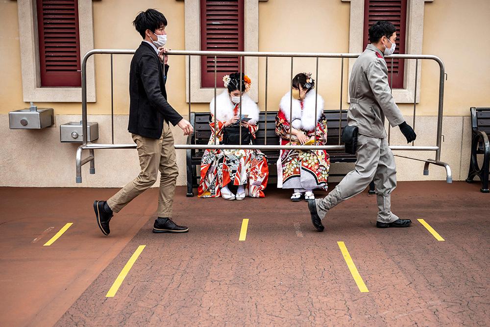 当地时间2021年3月7日,日本浦安市,日本少年少女盛装出席成人节典礼。受疫情影响,本应一月举行的成人节被延后到了三月份。本文图片 新华社、人民视觉、澎湃影像
