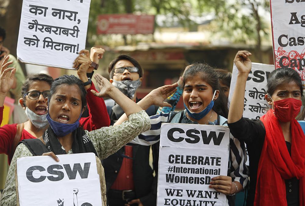 当地时间2021年3月8日,印度新德里,大约4万名女性示威者加入农民抗议活动。